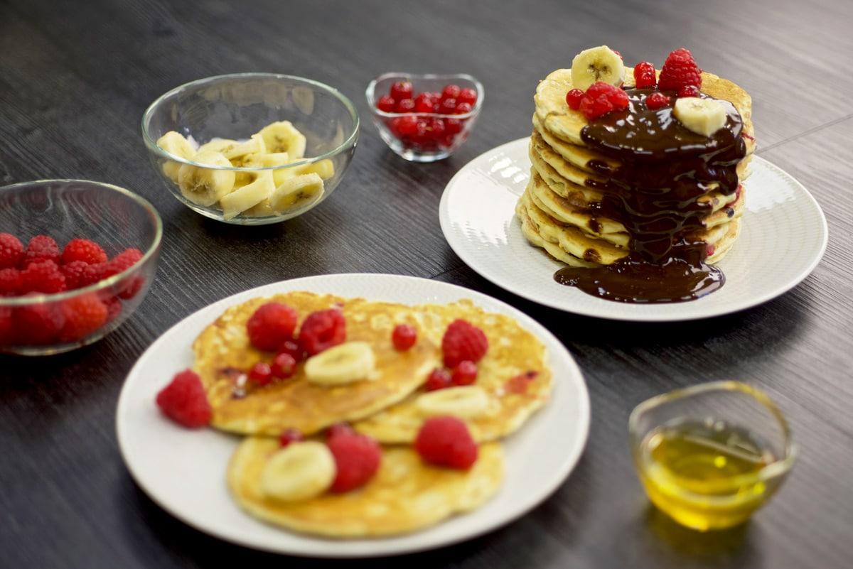 Pancakes framboises bananes chocolat
